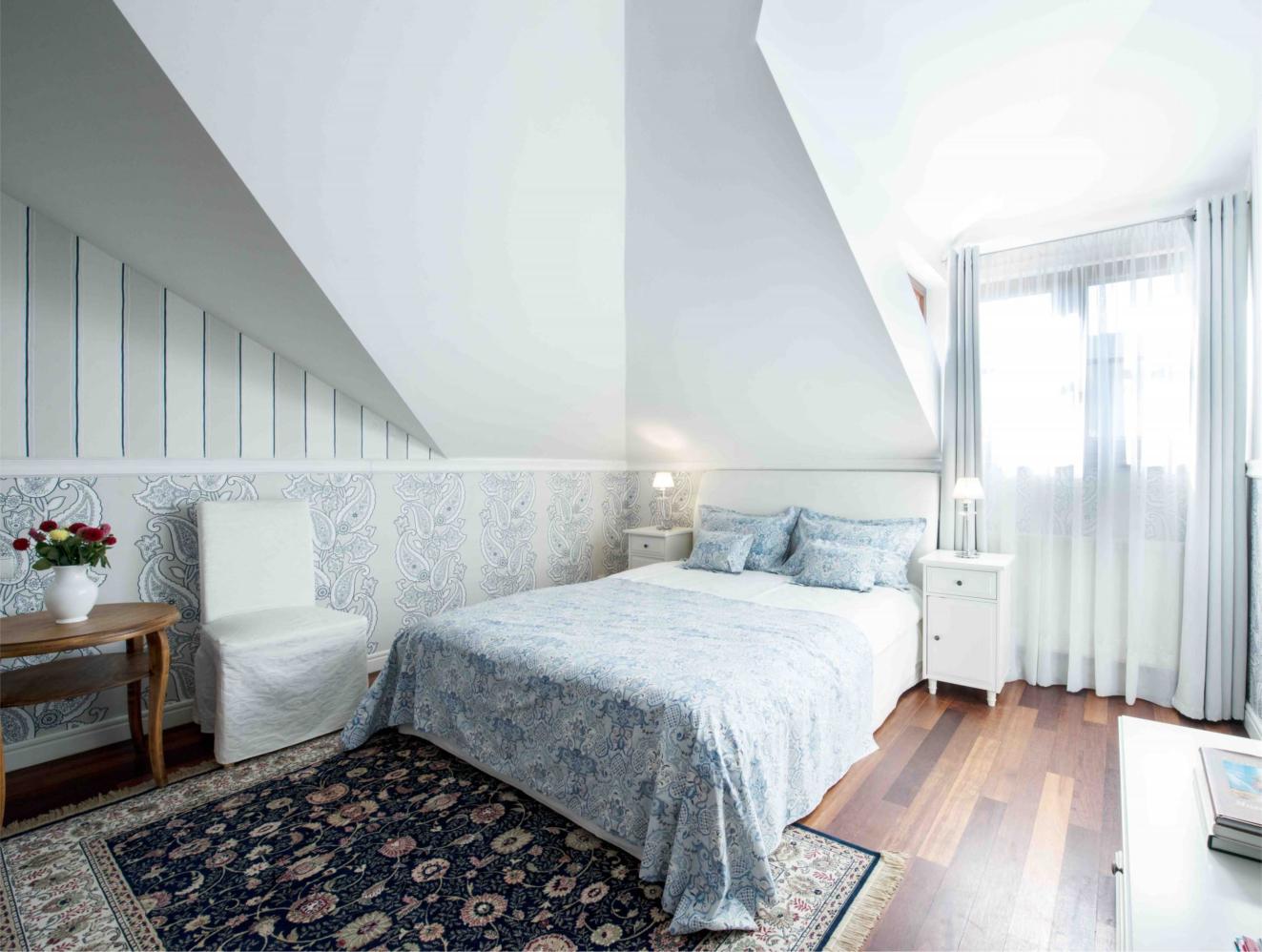 Pokoje-comfort-błękintny-